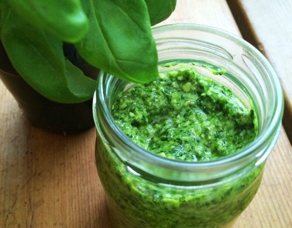 Pesto-alla-genovese-con-olio-extra-vergine toscano
