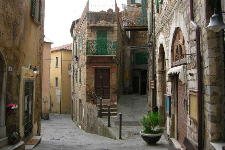 Agriturismo-borgo-medioevale-Campiglia-Marittima