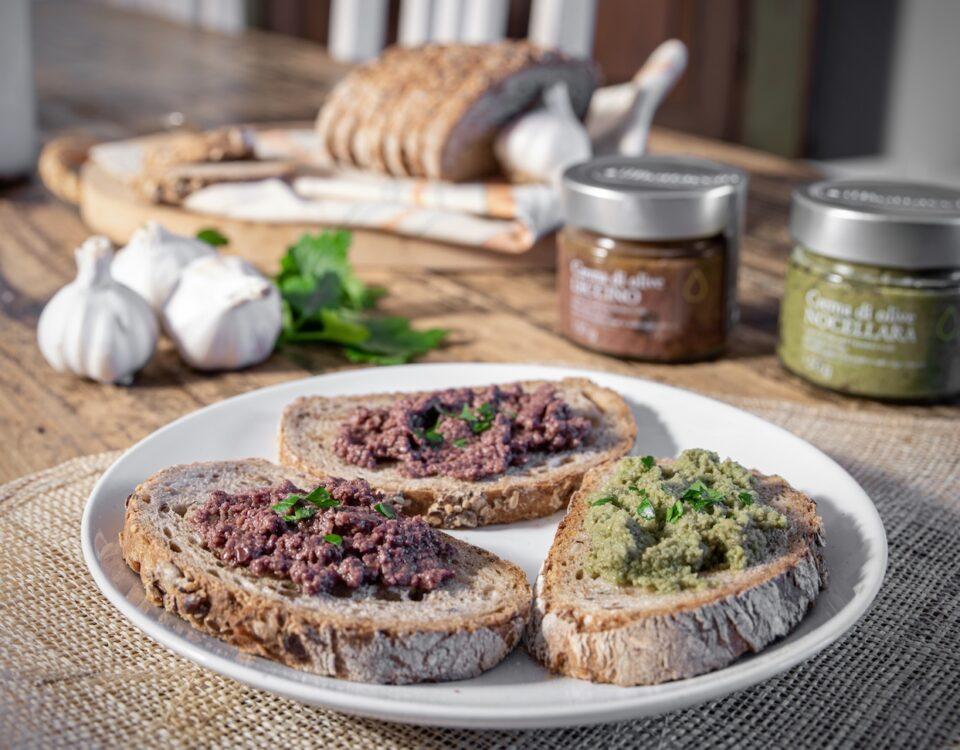 Crostini crema di olive Nocellara Leccino in olio Toscano